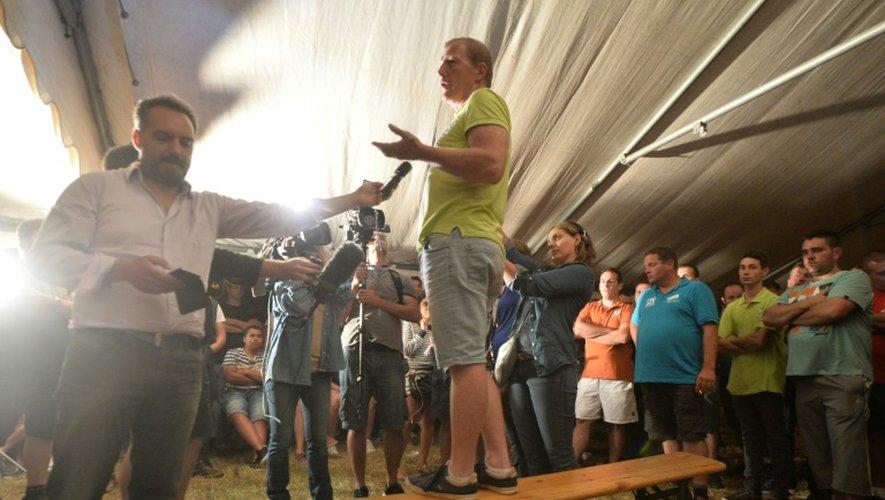le président de la FDSEA de Mayenne, Philippe Jéhan, annonce l'échec des négociations à la presse, à Changé près de Laval, le 26 août 2016