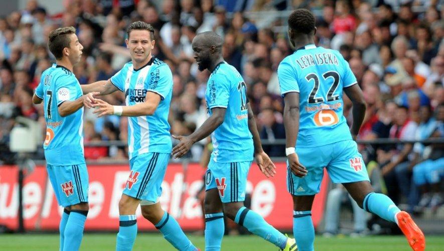 Les Marseillais fêtent le but de Florian Thauvin contre Guingamp au stade du Roudourou, le 21 août 2016