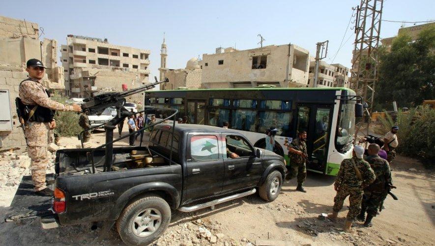 Syrie: en larmes, rebelles et civils évacuent Daraya