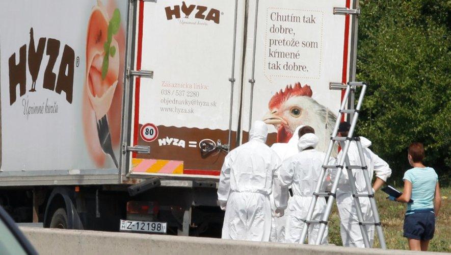 Le camion dans lequel 71 migrants ont trouvé la mort, le 27 août 2015 dans la petite ville autrichienne de Neusiedl am See