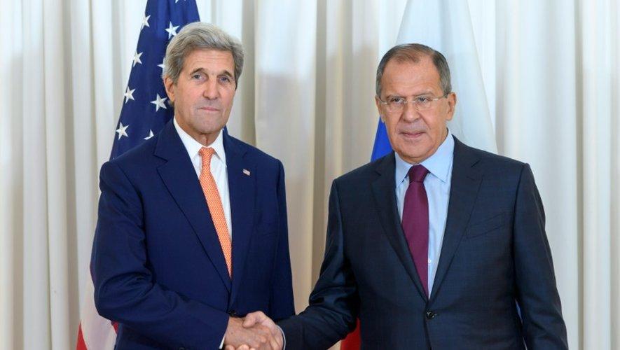 Le secrétaire d'Etat américain John Kerry et son homologue russe Sergueï Lavrov, à l'issue d'une réunion marathon sur le dossier syrien, le 26 août 2016 à Genève