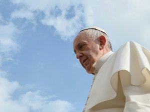 """Le pape demande pardon au nom de l'Eglise pour les scandales """"à Rome et au Vatican"""""""