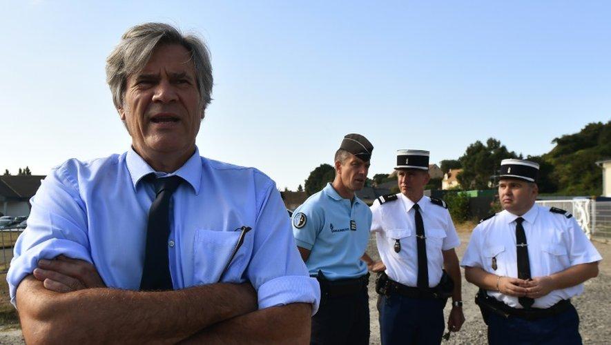 Le ministre de l'Agriculture Stéphane Le Foll (c) , le 27 août 2016, à Mareil-en-Champagne (nord-ouest)