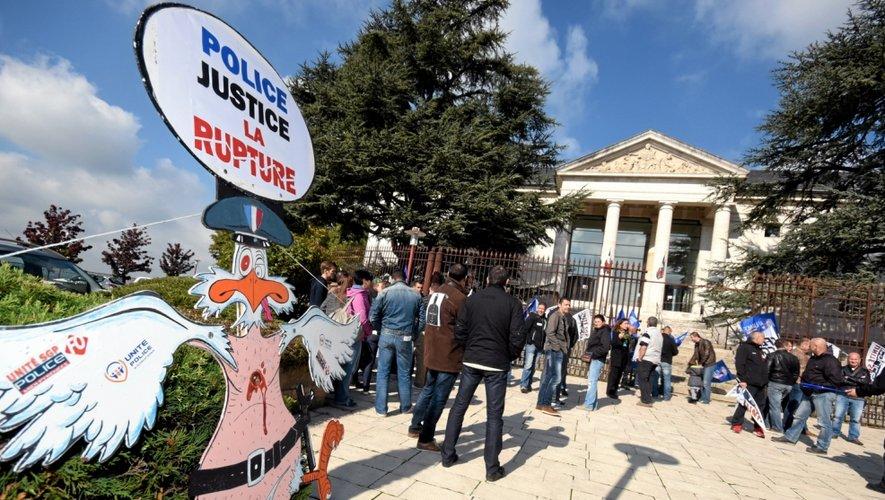 Ce midi, rendez-vous était donné devant le palais de Justice de Rodez.