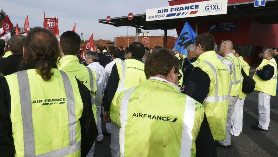 Air France: mise à pied des cinq salariés poursuivis pour violences