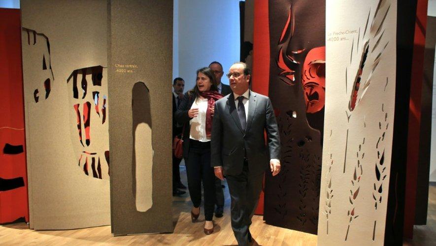 """Hollande célèbre """"l'unité et la diversité"""" de l'espèce au musée de l'Homme"""