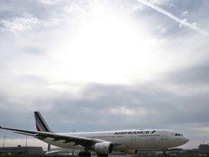 """Air France: un plan en 2017 peut être """"évité"""" selon la direction, cinq salariés mis à pied"""