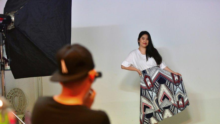 L'ancien mannequin sud-coréenne Vivian Geeyang Kim lors d'une séance photo dans sa boutique de vêtements le 30 juillet 2016 à Séoul