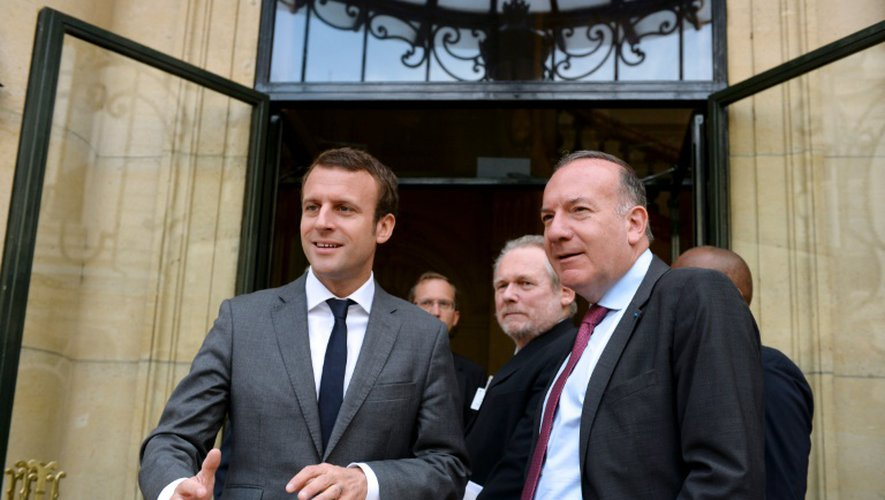 Le ministre de l'Economie Emmanuel Macron et le patron du Medef Pierre Gattaz le 11 juillet 2016 à Paris