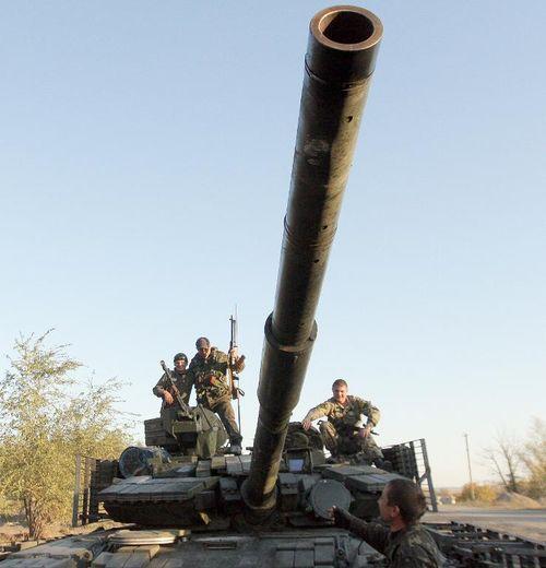 Des soldats ukrainiens sur un char près de Schastya, dans la région de Lougansk, le 11 octobre 2014