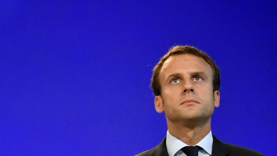 l'ex-prmeir ministre de l'Econonomie Emmanuel Macron lors de la cérémonie de passation de pouvoirs le 31 août 2016 à Bercy à Paris