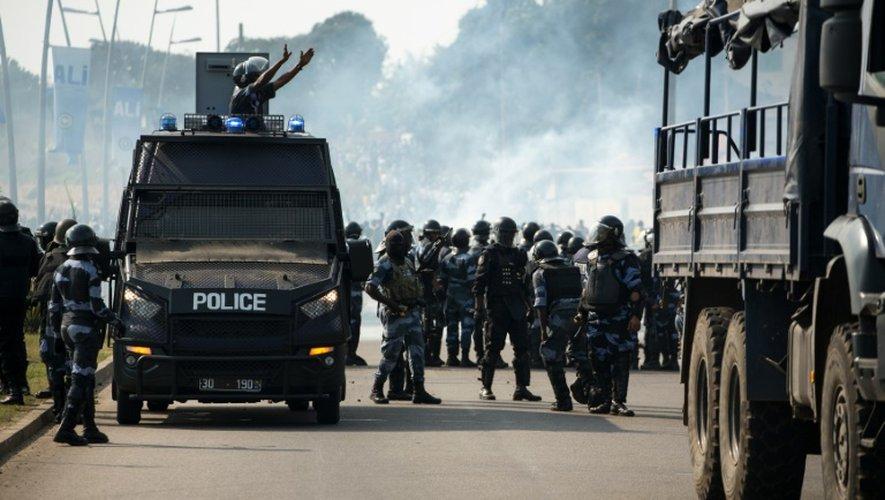 Des policiers à Libreville, théâtre d'émeutes après l'annonce de la réélection du président gabonais Ali Bongo le 31 août 2016