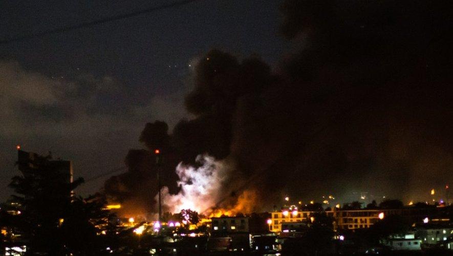 L'incendie de l'Assemblée nationale gabonaise, au soir de la proclamation de la victoire d'Ali Bongo à la présidentielle, le 31 août 2016 à Libreville