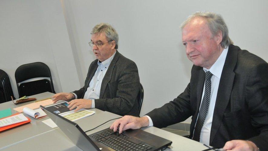 Directeur général de l'aéroport depuis janvier2003, Tom Roberts ici au premier plan, aux côtés du président Daniel Segonds, va quitter ses fonctions à Rodez dans quelques semaines.