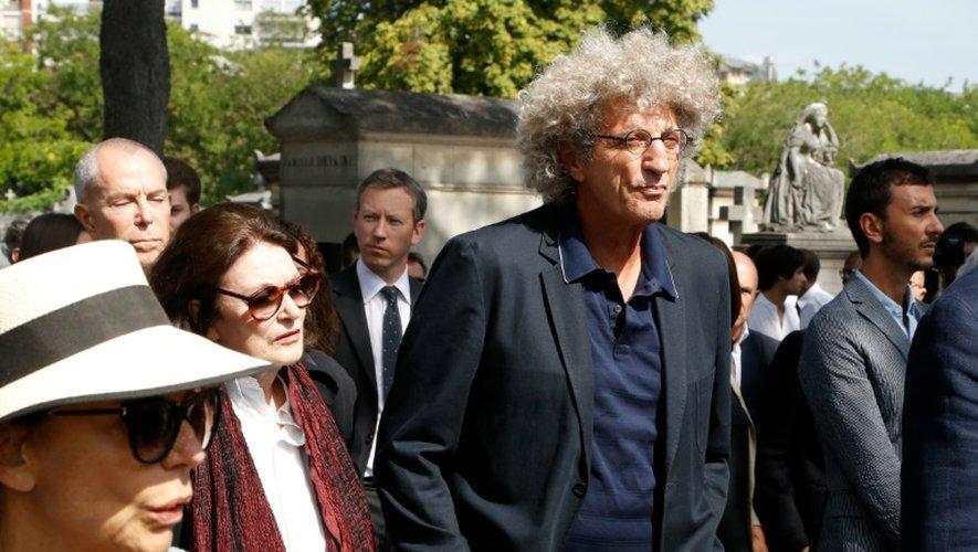 Le réalisateur Elie Chouraqui (d) et l'actrice Anouk Aimée aux obsèques de Sonia Rykiel, le 1er septembre 2016 à Paris