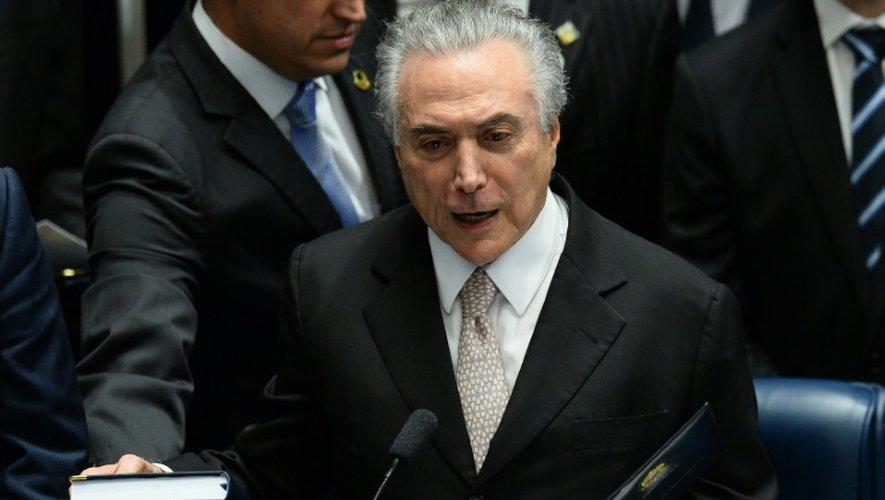 Michel Temer prête serment devant les députés brésiliens, à Brasilia, le 31 août  2016
