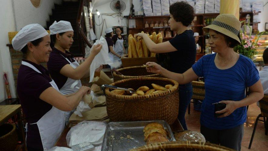 A Hanoï, la baguette reste omniprésente, notamment grâce au populaire sandwich appelé banh-mi
