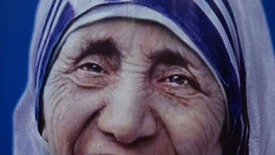 Une affiche représentant Mère Teresa, à Bombay le 3 septembre 2016