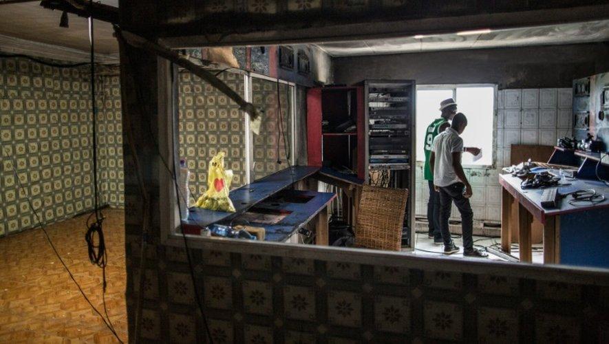 Des employés de Radio-Télévision Nazareth (RTN) le 4 septembre 2016 dans leurs locaux à Libreville