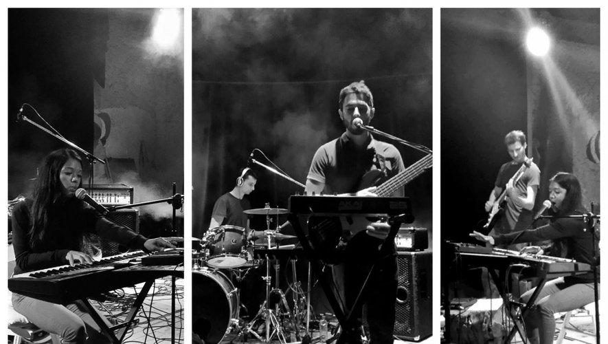 Les quatre membres des Icon's Fall : Ezaka au chant et au clavier, Max au chantet à la basse, Florian à la guitare et Théau à la batterie.