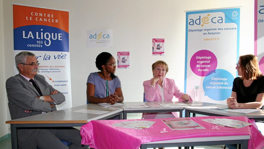 Le Dr Harant, président de l'antenne départementale de la Ligue contre le cancer, Caline Nzietchueng, médecin à l'Adeca, Anne-Marie Escoffier, présidente de l'Adeca, et Christine Bastide, infirmière conseillère technique auprès de l'académie.