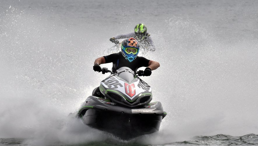 Jet-ski : les « bolides » de l'eau assurent le spectacle à Pareloup