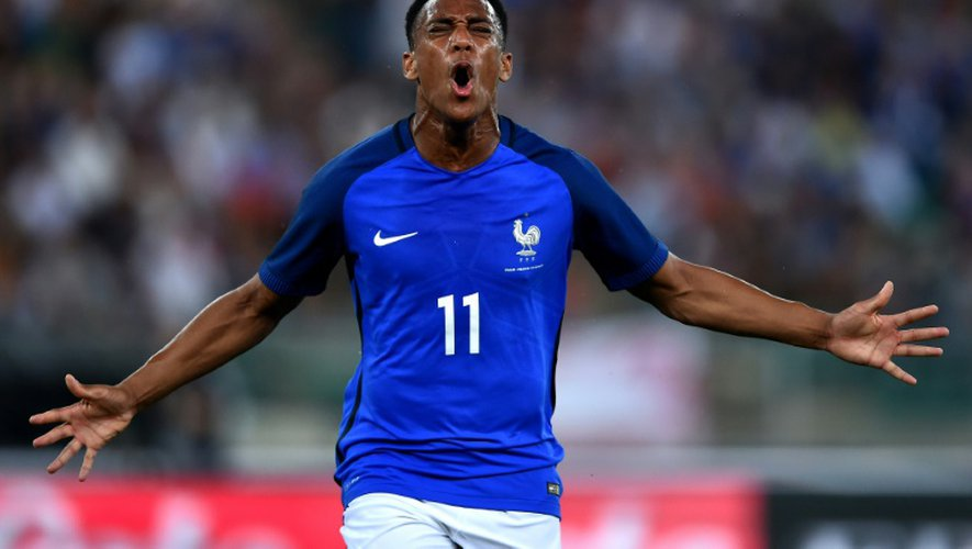 L'attaquant Anthony Martial célèbre un but face à l'Italie, le 1er septembre 2016 à Bari