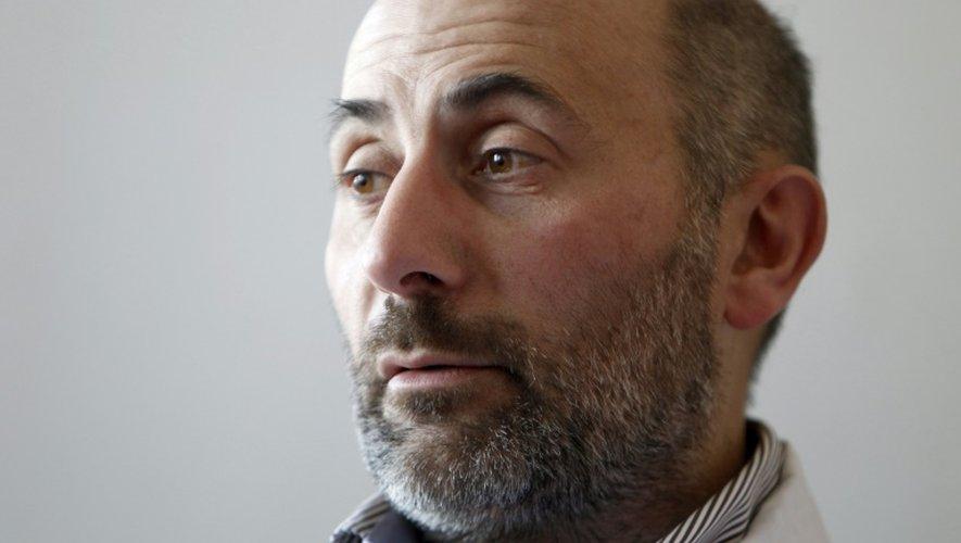 Le professeur Laurent Lantieri, spécialiste de la reconstruction faciale, dans son bureau à l'hôpital Henri-Mondor de Créteil, le 1er avril 2010