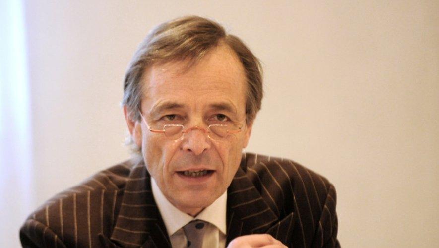 Le professeur Bernard Devauchelle du CHU d'Amiens, le 09 décembre 2009. Il a effectué la première greffe partielle du visage en novembre 2005 au CHU d'Amiens en compagnie du professeur Dubernard.