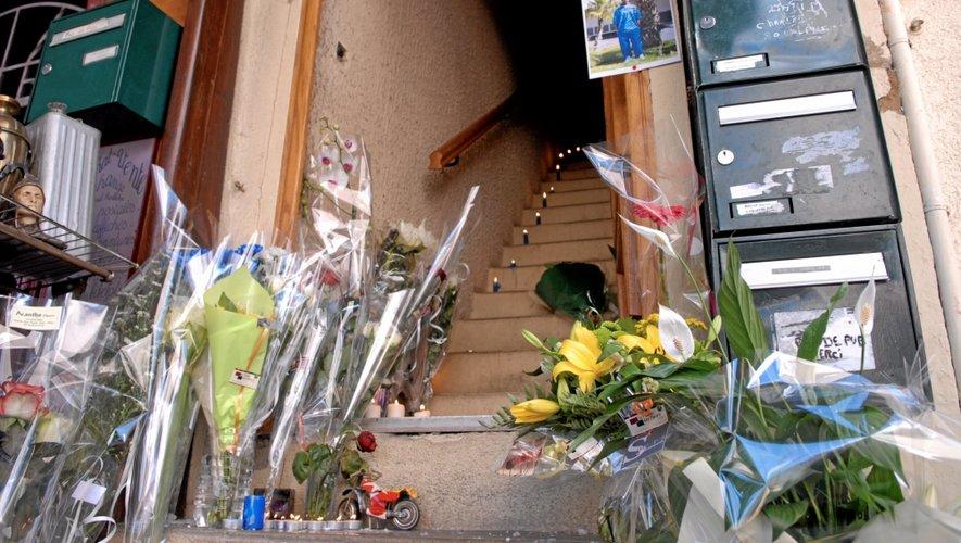 L'entrée de l'immeuble millavois, au lendemain du drame.