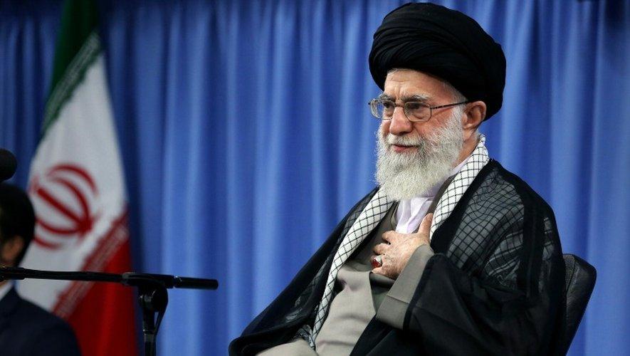 L'ayatollah Ali Khamenei, le 7 septembre 2016, à Téhéran lors d'une cérémonie en mémoire des morts au pèlerinage de 2015 à La Mecque