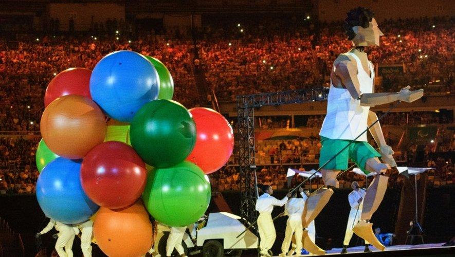 Un comédien lors du spectacle de la cérémonie d'ouverture des jeux paralympiques le 7 septembre 2016 à Rio