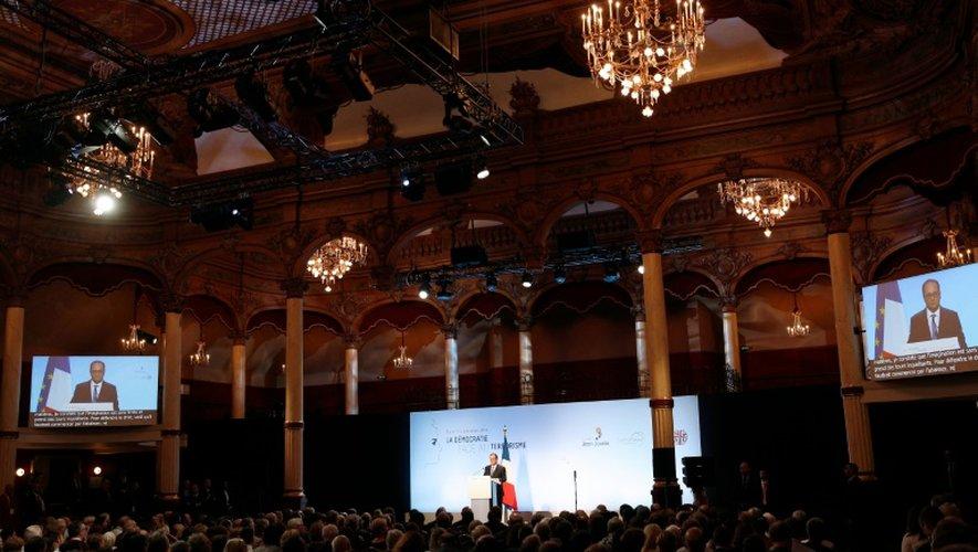 François Hollande face au public  lors de son discours sur la démocratie et le terrorisme à la salle Wagram, à Paris le 8 septembre 2016