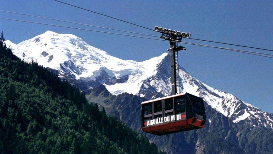 110 personnes sont bloquées depuis la d'après-midi dans des télécabines au-dessus des glaciers du Mont-Blanc, à plus de 3.000 m