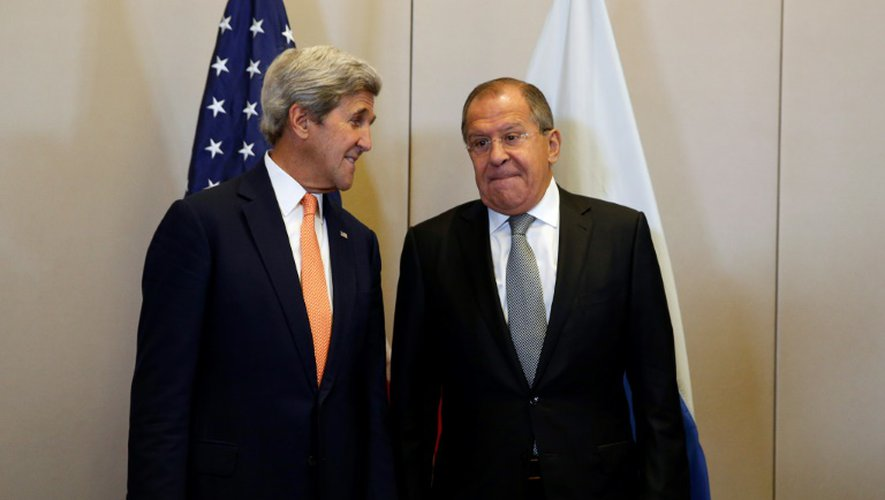 Les chefs des diplomaties russe et américaine Sergueï Lavrov et John Kerry (d), le 9 septembre 2016 à Genève