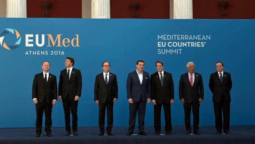 (De G à D) Le premier ministre maltais Muscat, l'italien Renzi, le président Hollande, le premier ministre grec Tsipras, le président chypriote Anastasiades, le premier ministre portugais Costa, le secrétaire d'État espagnol à l'UE Eguidazu, à Athènes le 9 septembre 2016.