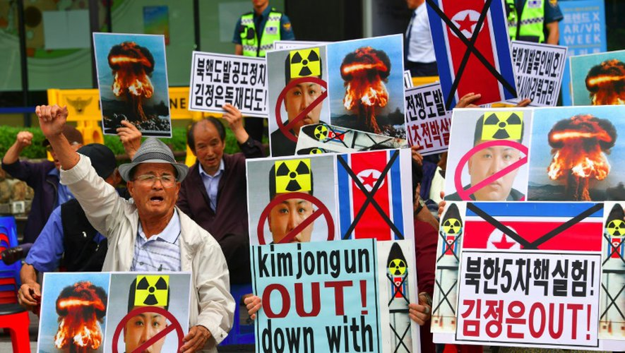 Des militants sud-coréens manifestent contre le leader nord-coréen Kim Jong-Un et condamne le 5e essai nucléaire de Pyongyang, le 10 septembre 2016 à Séoul