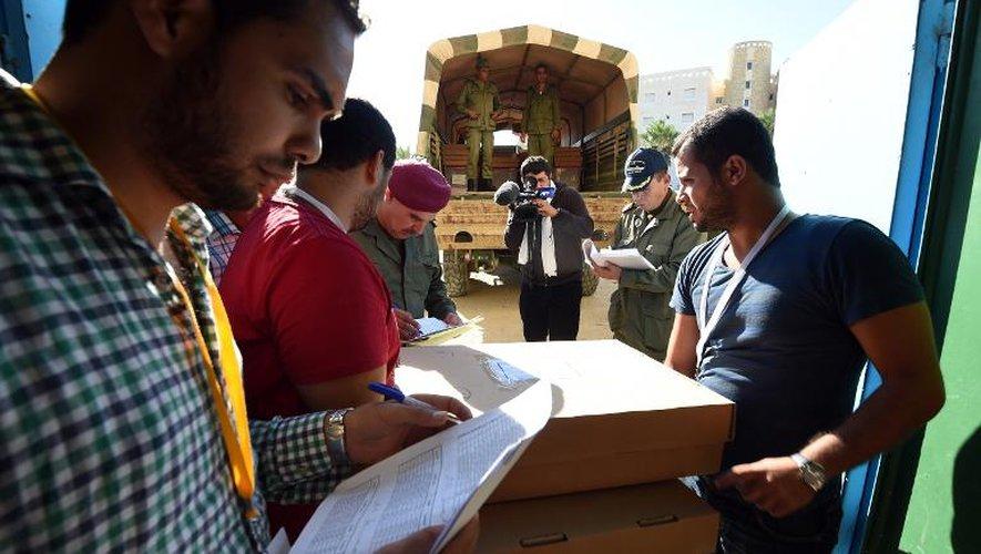 Tunisie ouvertures des bureaux de vote pour les législatives
