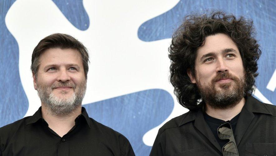 """Les réalisateurs argentins Mariano Cohn (d) et Gaston Duprat présents à la Mostra de Venise pour leur film """"El Ciudadano Ilustre"""", le 4 septembre 2016"""