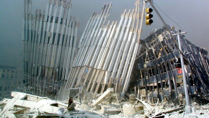 Ce qui reste des tours jumelles du World Trade Center après leur effondrement, le 11 septembre 2001 à New York