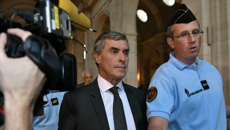 L'ancien ministre Jérôme Cahuzac (c) arrive au Palais de justice de Paris le 5 septembre 2016