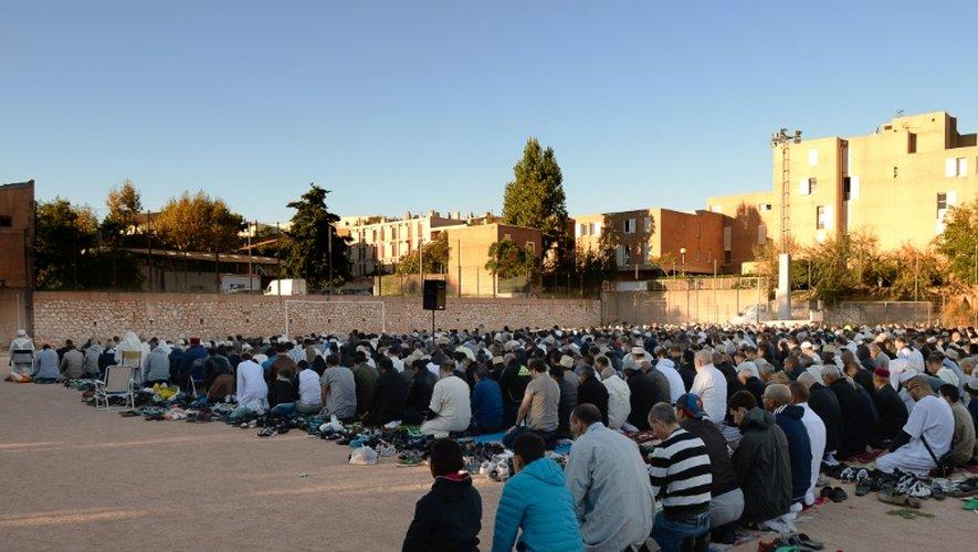 Des musulmans sont réunis au stade Cabucelle pour fêter l'Aïd el-Adha, la fête du sacrifice, à Marseille le 24 septembre 2015