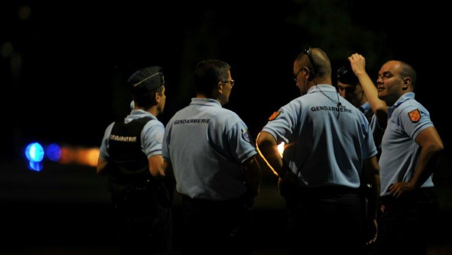 Des gendarmes à l'entrée de la prison de Vivonne, près de Poitiers, le 12 septembre 2016