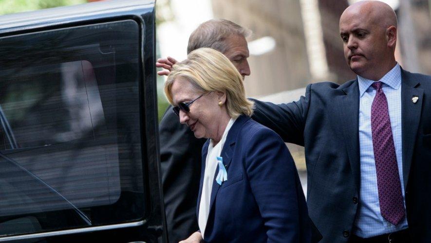 La candidate démocrate  Hillary Clinton à la sortie du domicile de sa fille, le 11 septembre 2016 à New York