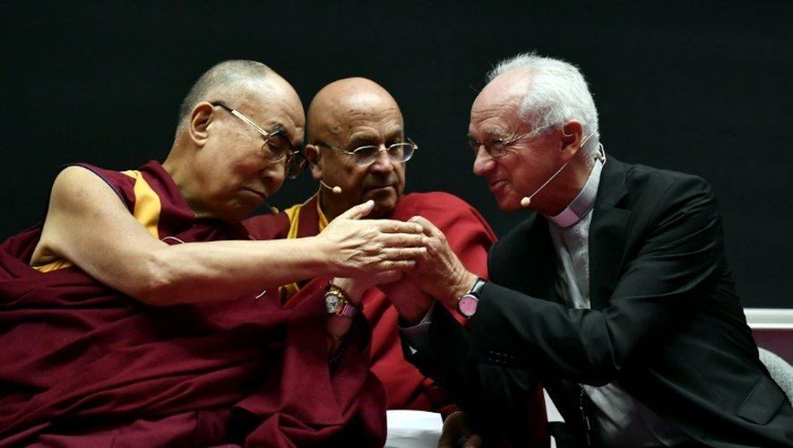 Le Dalaï Lama avec l'archevêque catholique de Bruxelles Jozef De Kesel et le moine bouddhiste et écrivain français Matthieu Ricard, à Bruxelles le 12 septembre 2016