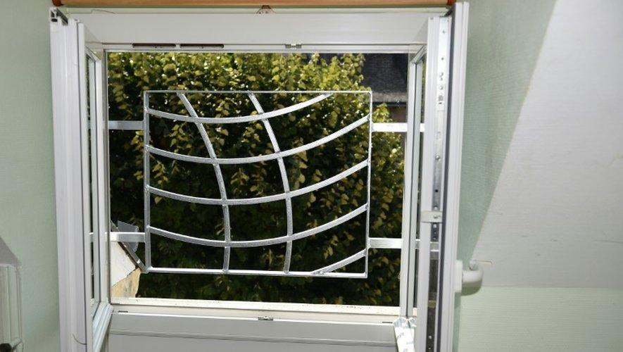 Les barreaux aux fenêtres doivent prévenir d'éventuelles tentatives de défenestration des résidents du château de Pontourny, prs de Chinon, présenté à la presse le 13 septembre 2016