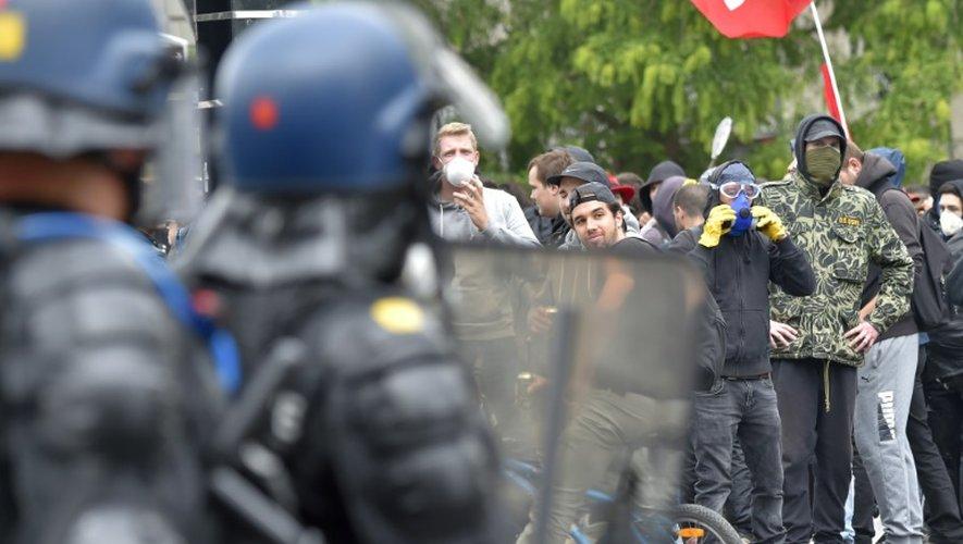 Policiers face aux manifestants le 28 juin 2016 à Nantes