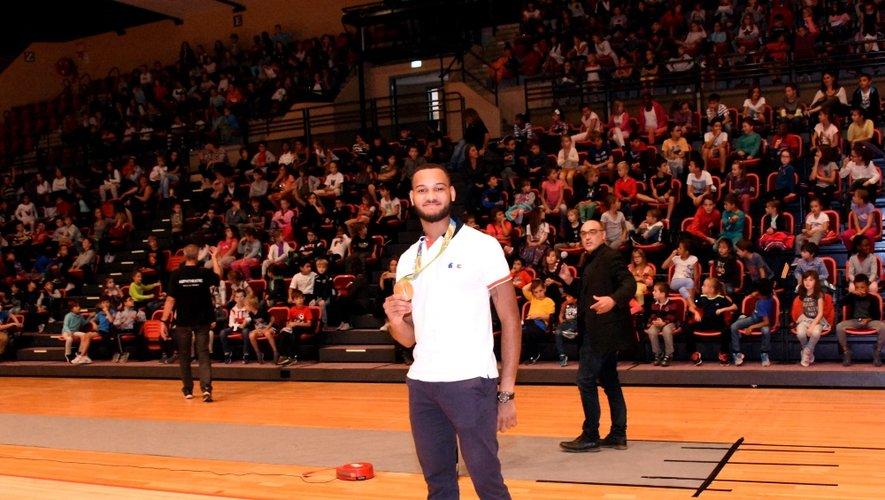 500 enfants ruthénois assistaient à la conférence du champion.