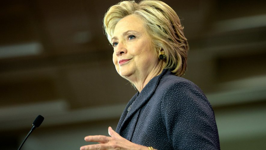 """""""Donald Trump lui doit, ainsi qu'aux Américains, des excuses"""", a tonné Hillary Clinton lors d'un discours devant une organisation de femmes noires à Washington"""