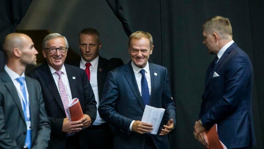 Le président du Conseil européen, Donald Tusk (de) et le président de la Commission européenne Jean-Claude Juncker, le 16 septembre 2016 à Bratislava